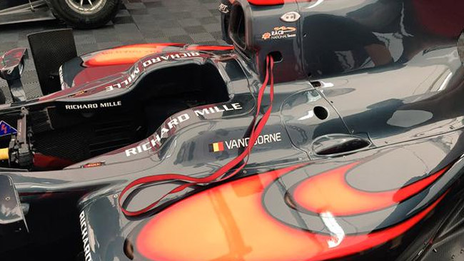Vandoorne con i nuovi colori McLaren a Barcellona