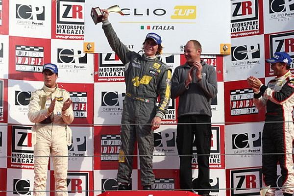 Aron Smith dalla pole alla vittoria in gara 1
