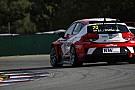 Homola firma la pole position a Brno