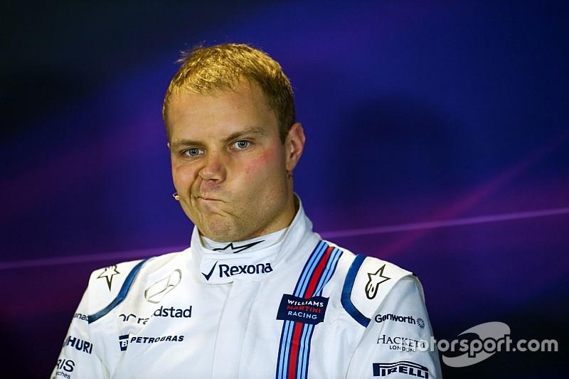Bottas argumenta que Kimi lo golpeó por detrás