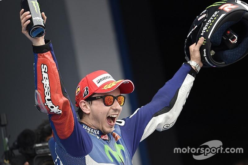 Lorenzo arrache le titre de Champion du Monde à Rossi!