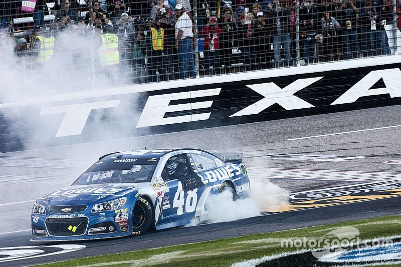 Jimmie Johnson takes Texas win after late-race battle