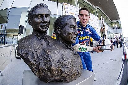 Rubén García se lleva el título de NASCAR México