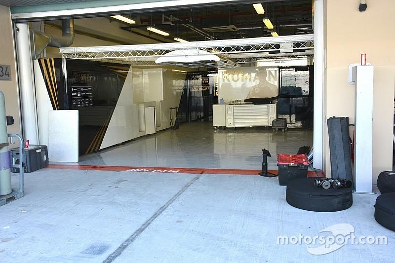 Lotus: allestito il box, ma mancano le E23 Hybrid