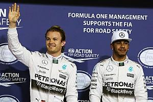 Fórmula 1 Últimas notícias Ecclestone brinca com rixa de Rosberg e Hamilton em cartão