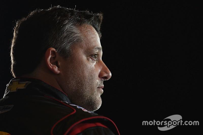 Gebroken ruggenwervel voor Tony Stewart, geen Daytona 500
