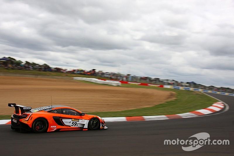 12h Bathurst: McLaren gewinnt den Start – Kollision Ferrari/Lambo