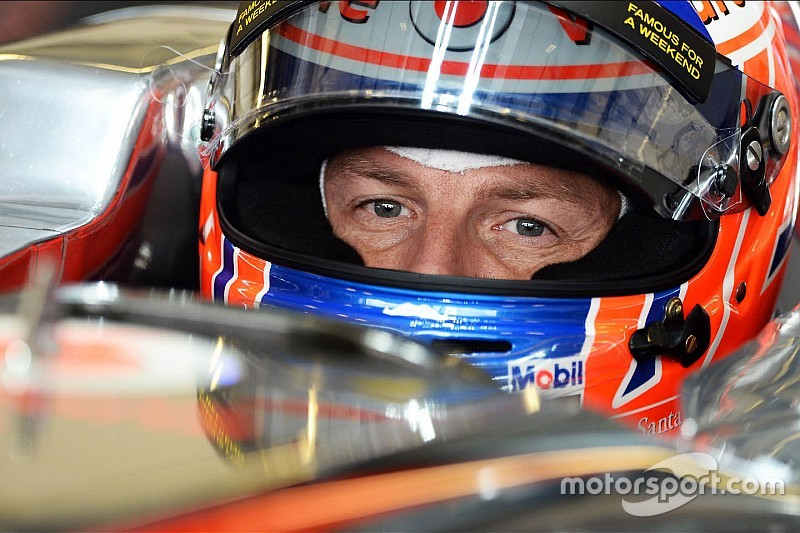 Button reverts to old-style F1 helmet colours