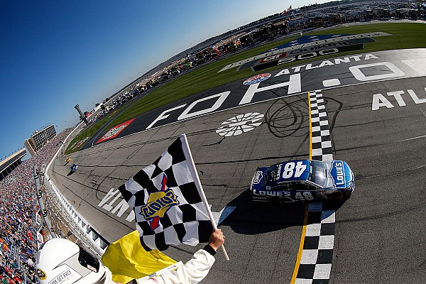 NASCAR Cup 76esima vittoria in carriera per Jimmie Johnson ad Atlanta