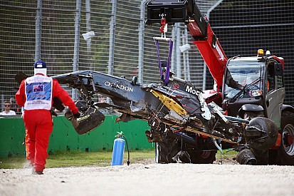 Australische Grand Prix stilgelegd na zware crash Alonso