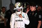 Hamilton é advertido por dar marcha ré após pole