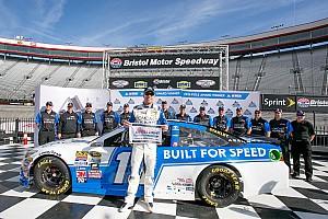 NASCAR Cup Relato de classificação Edwards crava segunda pole seguida do ano em Bristol