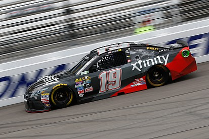 Carl Edwards concede subito il bis a Richmond