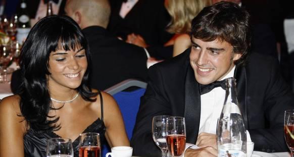 Alonso eşi del Rosario'dan boşandı