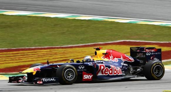 Red Bull, Vettel'in finişe ulaşmasına şaşırdı