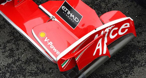 Ferrari Massa'nın ön kanadını inceleyecek