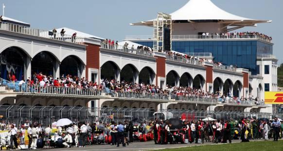 Ecclestone'a teklif: F1 pistinin işletmesini verin, seyirci garanti!