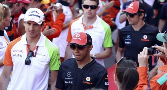 Hamilton: Vettel sezonu domine edebilir