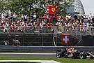 Coulthard podyumun keyfini çıkarıyor