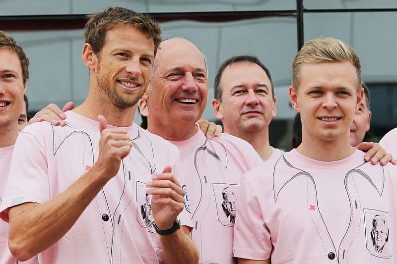 McLaren отрицает уход Баттона