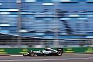 Em duelo da Mercedes, Hamilton leva a melhor no TL3
