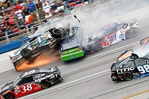 """NASCAR Cup Feature NASCAR in Talladega: Spektakuläre Videos vom irren """"Demolition Derby""""!"""