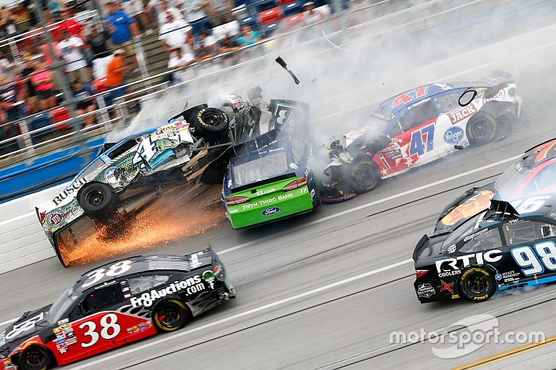 "NASCAR in Talladega: Spektakuläre Videos vom irren ""Demolition Derby""!"