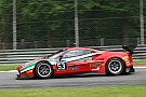 Giancarlo Fisichella si porta al comando nelle Libere di Silverstone