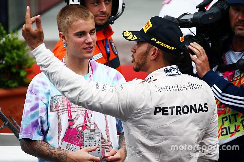 Hamilton se pasea con Neymar y Justin Bieber en Estados Unidos