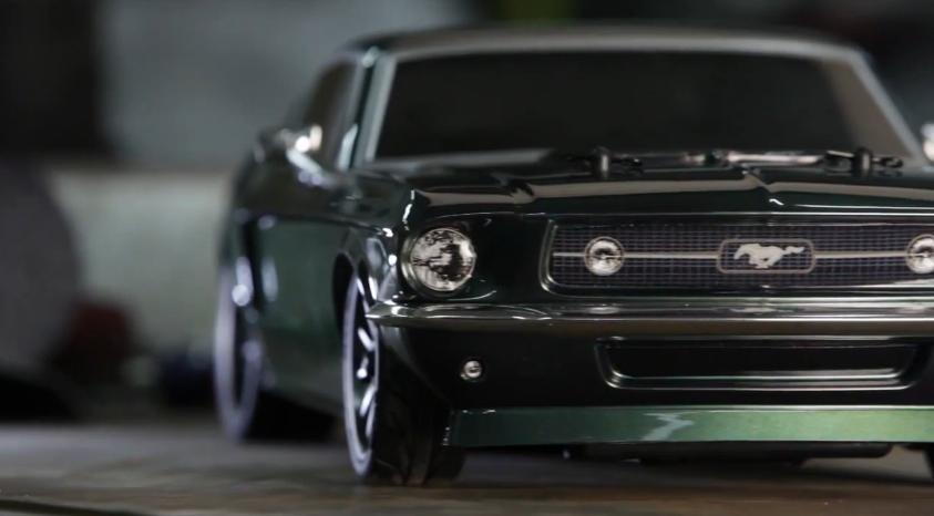 Még távirányítós változatban is üt az 1967-es Ford Mustang
