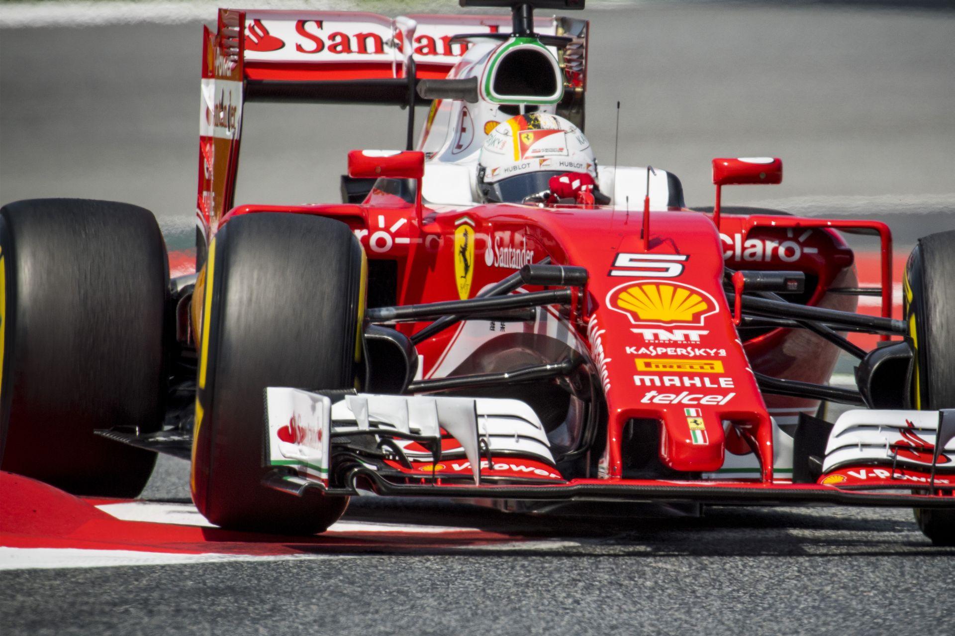 Na ezért akadt ki Vettel: videón, ahogy Ricciardo ráesik a Ferrarira