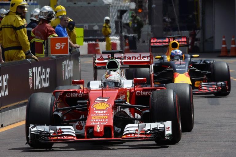 WOW: Vettel berepült az első helyre a harmadik edzésen Hamilton és Rosberg előtt
