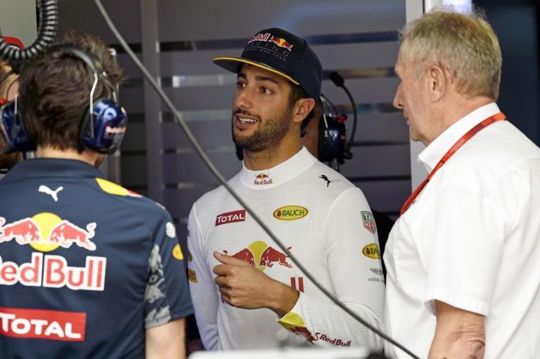 Ricciardo agyonverte a mezőnyt Monacóban és megszerezte a pole-t a két Mercedes előtt: Verstappen KO