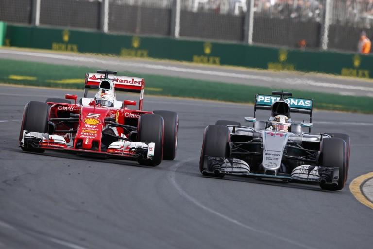 Meglepetés: 2016 végén a Ferrari többet kaszál, mint a Mercedes!