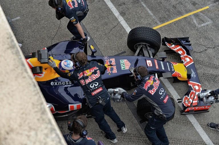 Újabb komoly probléma a Forma-1-ben: senki nem akar autót építeni a Pirellinek