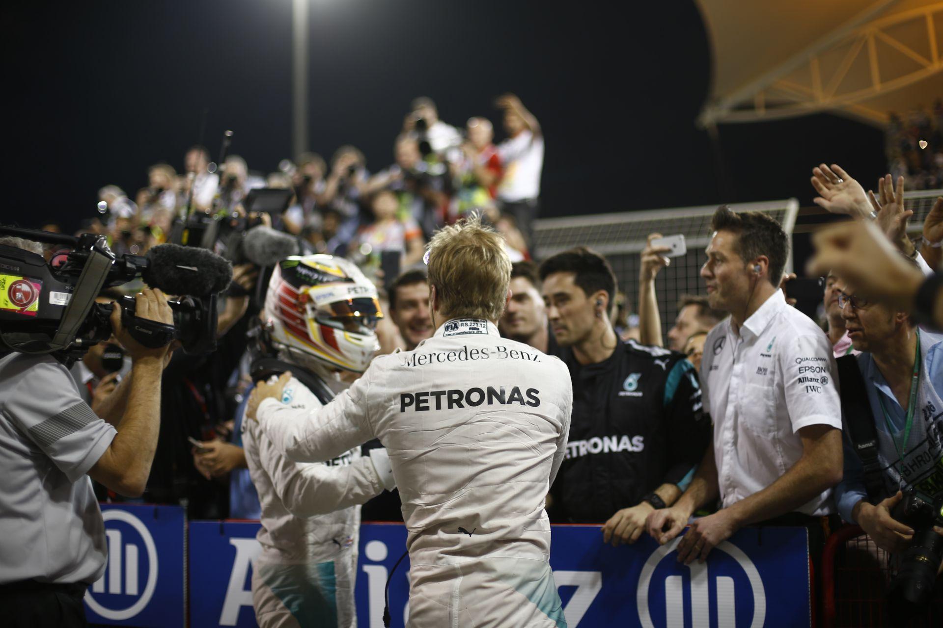 Mercedes: A csapaton belüli rivalizálás miatt folyton cserélgetjük Hamilton és Rosberg szerelőit!