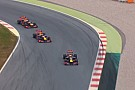 A világ legjobb mókája: három V8-as Red Bull a pályán, közben egymást oltják a rádióban