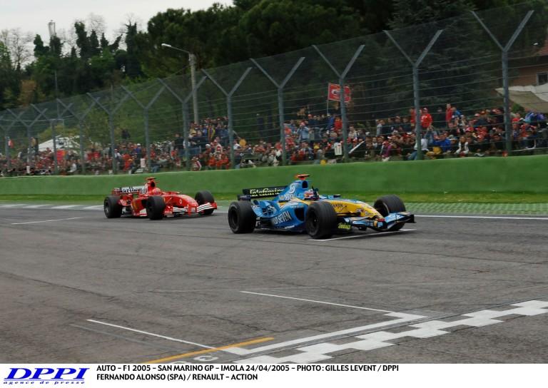 Schumacher és Alonso EPIC csatája: 11 éve Imolában