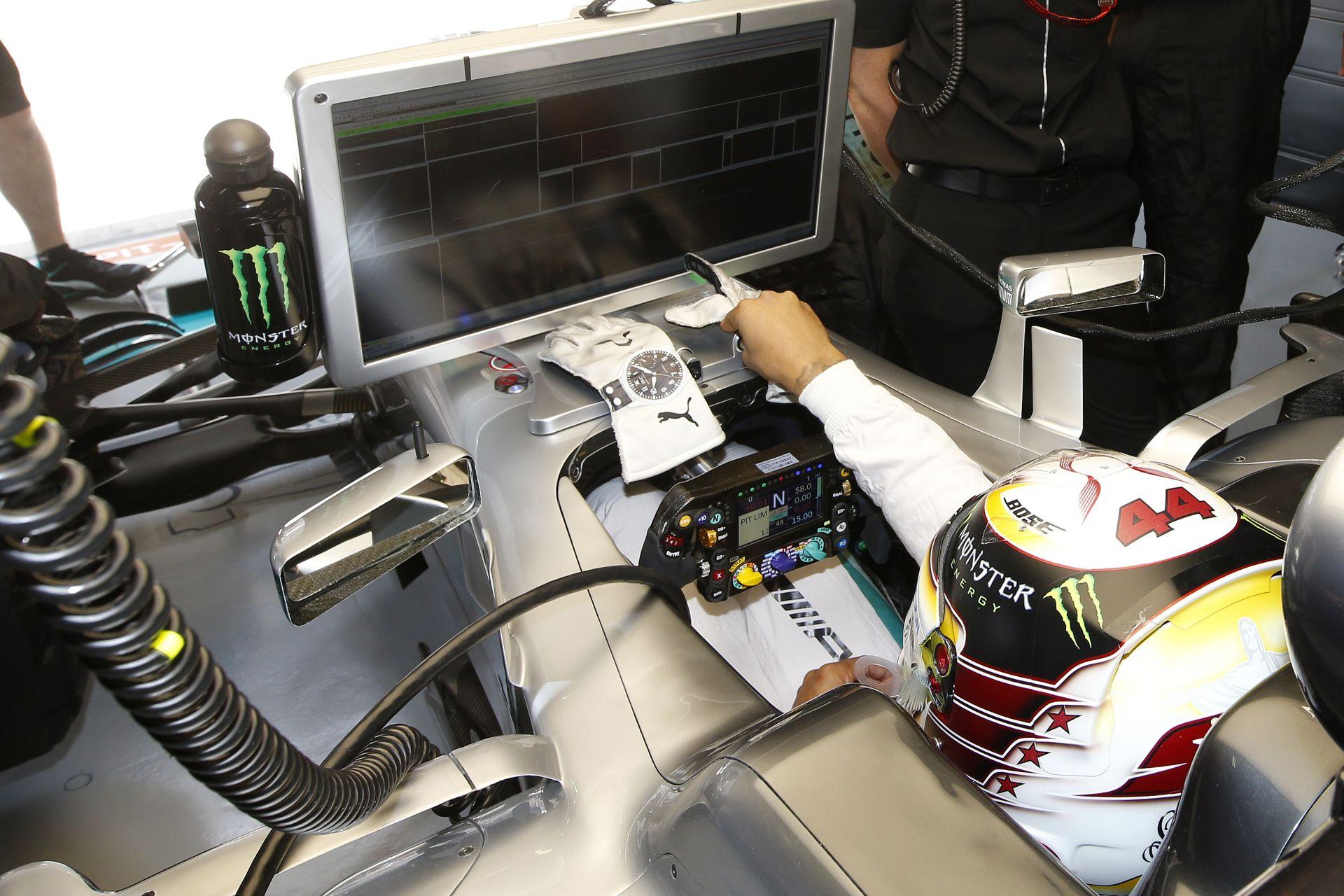 Hamilton: Az egy kiállás sz*r a versenyzés szempontjából, és sz*rul mutat a TV-ben!