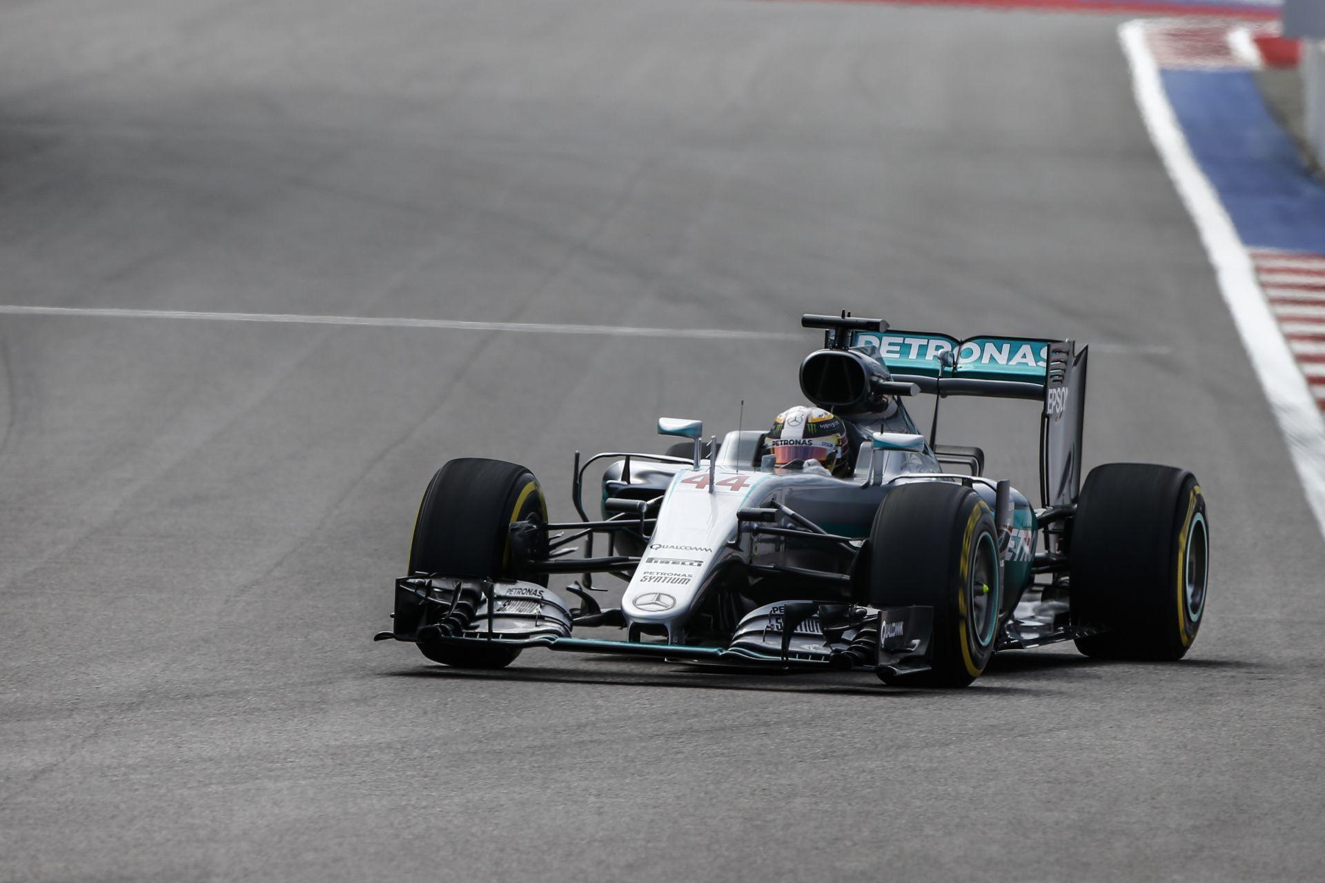 A Mercedes szerint nagyon bizarr, ami Hamiltonnal történik!