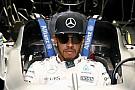 A tehetetlen Hamilton válaszokat követel a Mercedestől!