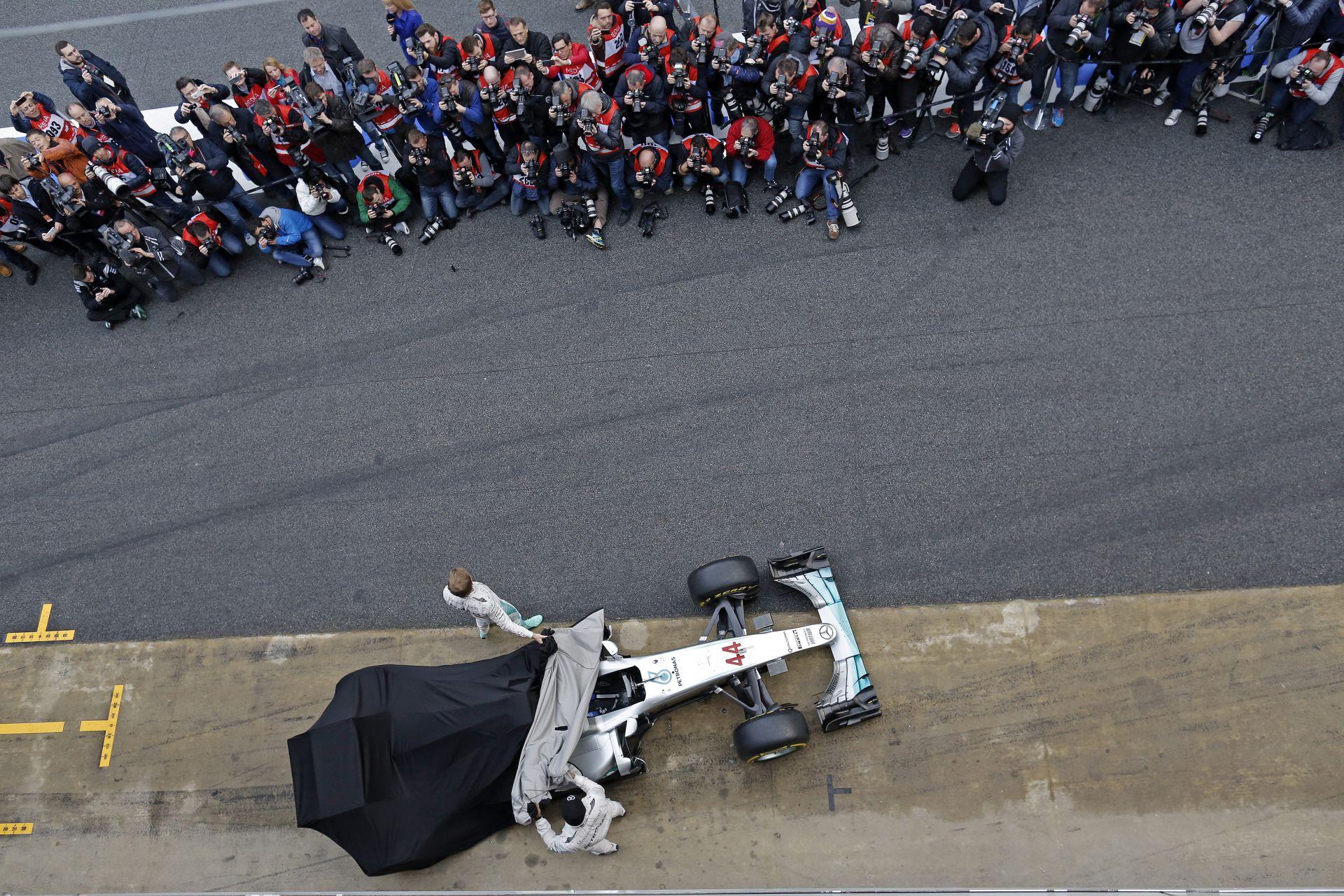 Alonso: a Mercedes külön ligában van, az új időmérő meg maga az őrület