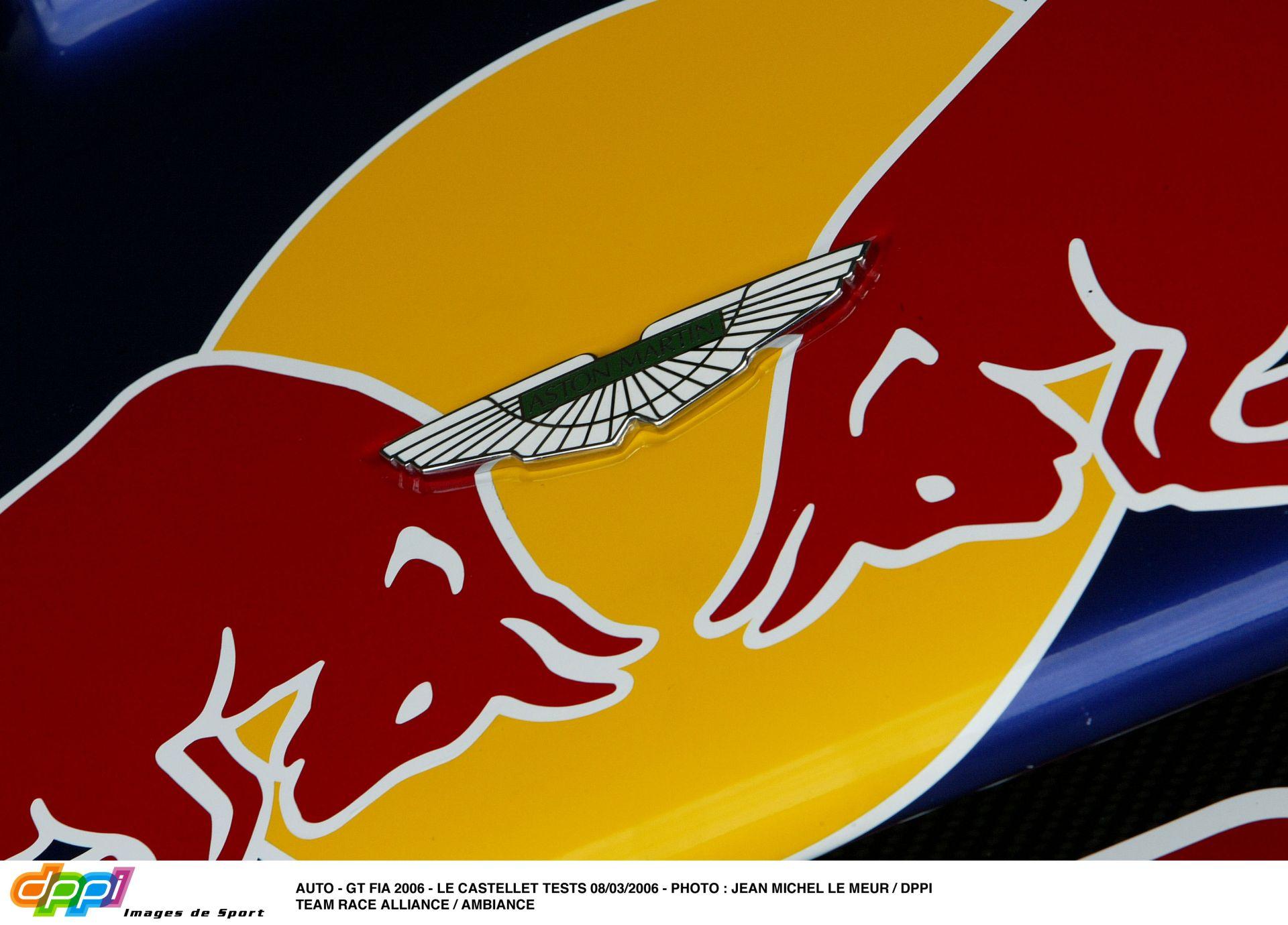 Nagy fordulat a Forma-1-ben: megállapodott egymással az Aston Martin és a Red Bull
