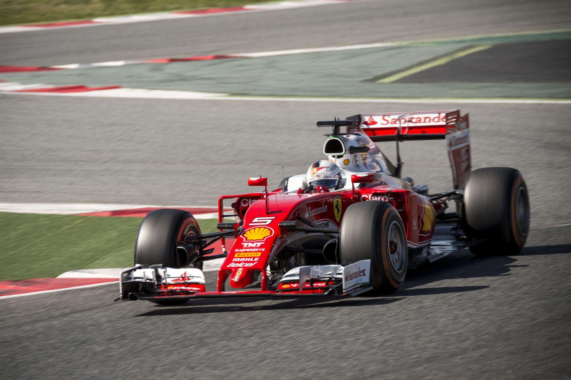 Vettelnek annyi ideje volt, hogy életében először még át is öltözött az időmérő végén!