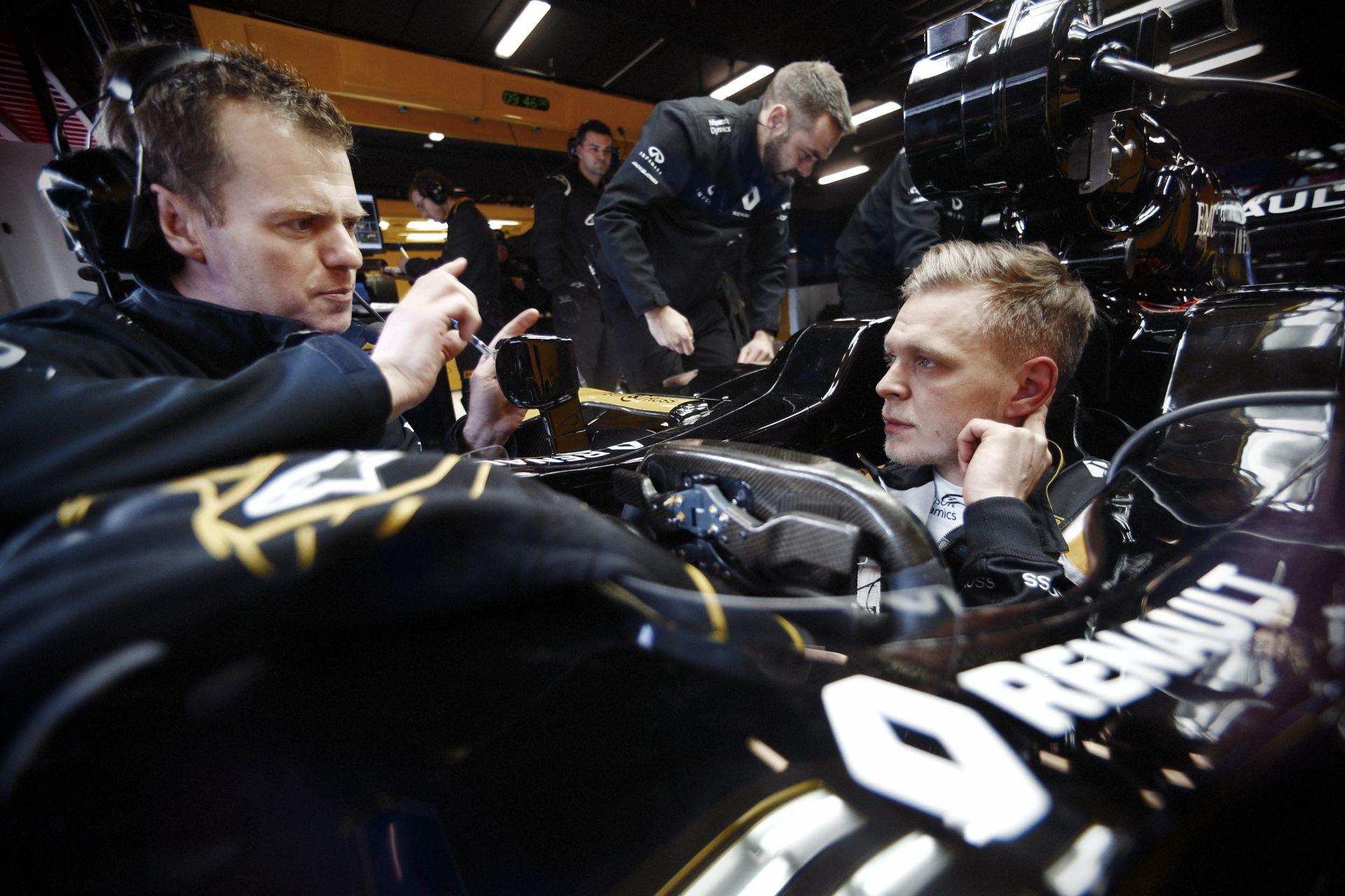 Szép munka: Magnussen ma 153 kört tett a Renault-ba!