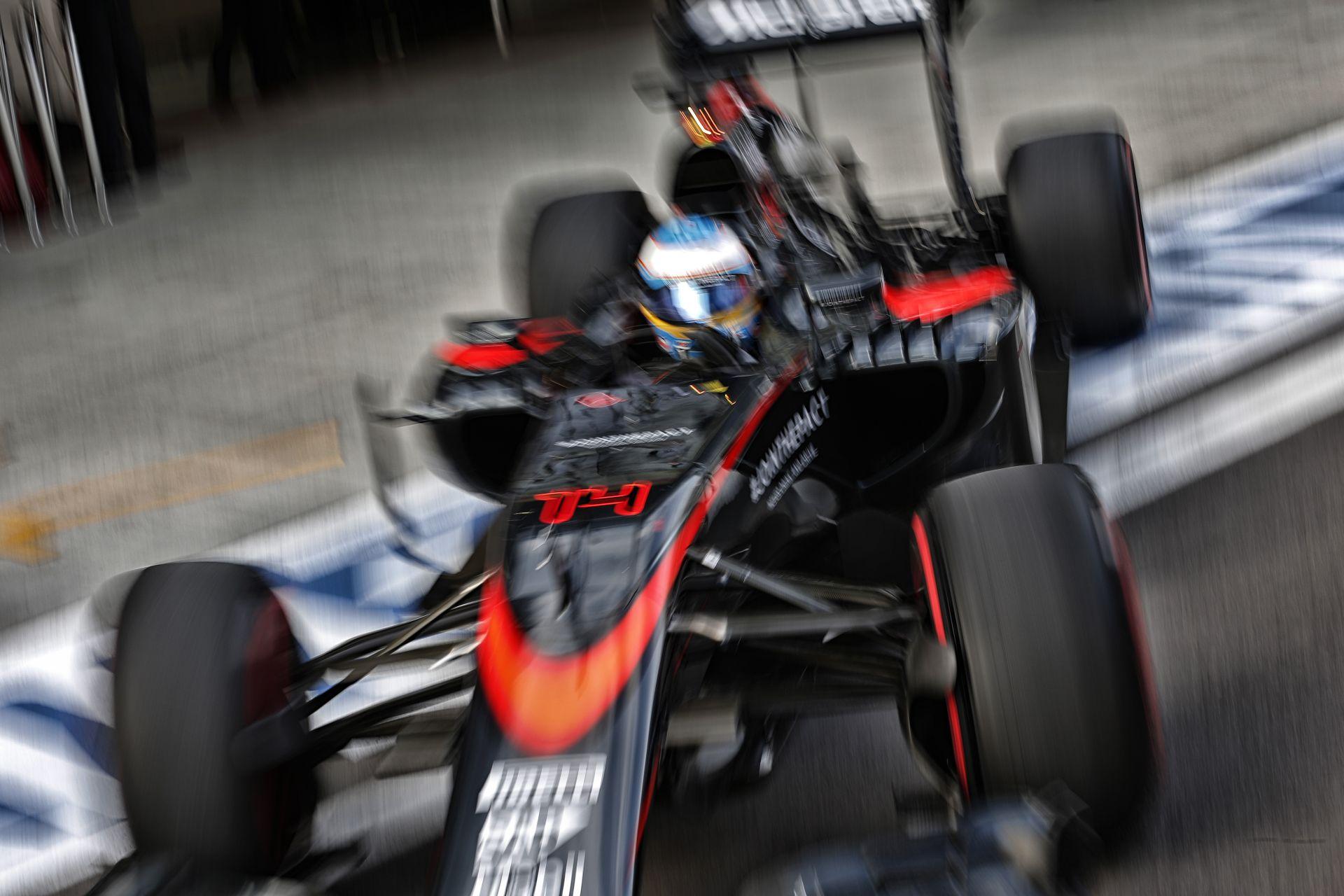 Alonso ismét alakított a rádióban: szereti versenymérnöke humorérzékét!