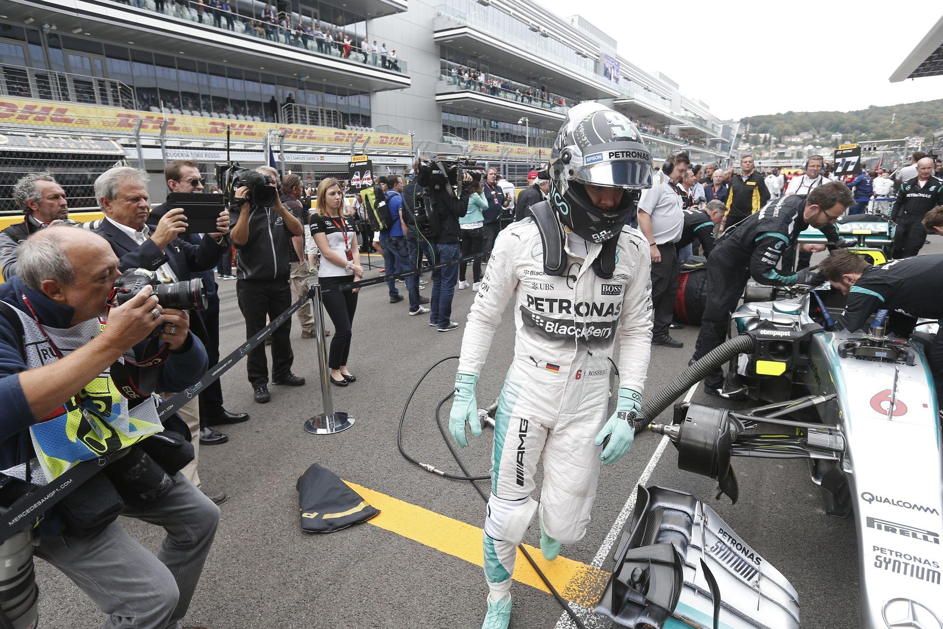 Filléres alkatrész miatt ment tönkre Rosberg versenye, talán a cím is oda: kép