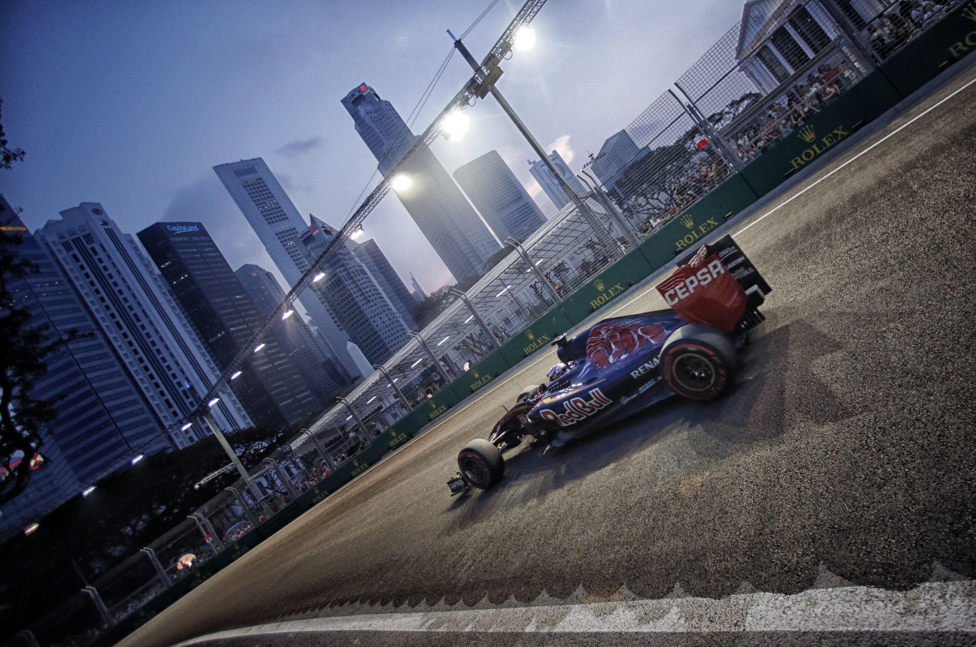 Max Verstappen a kihívásokkal teli szingapúri pályán is brillírozott!