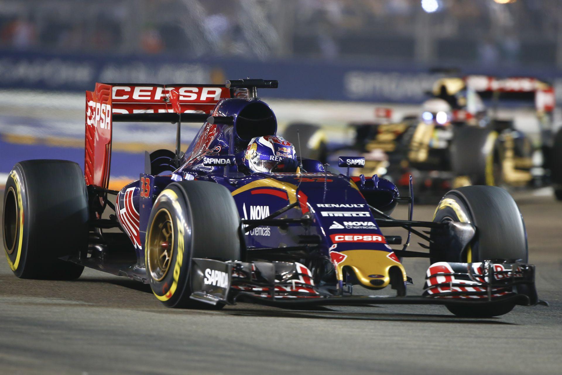 Verstappen újabb szenzációs előzése a Forma-1-ben, ezúttal Szingapúrban