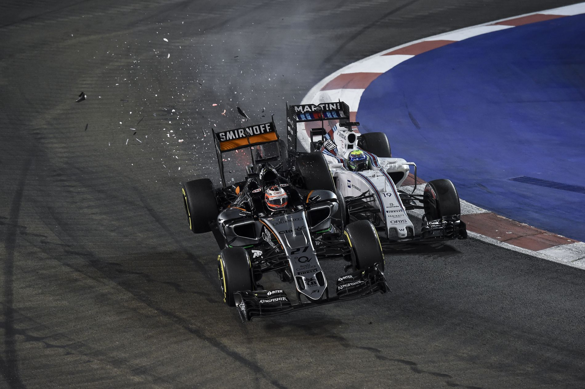 Repült, majd tört a Force India:fotósorozaton Hülkenberg és Massa ütközése